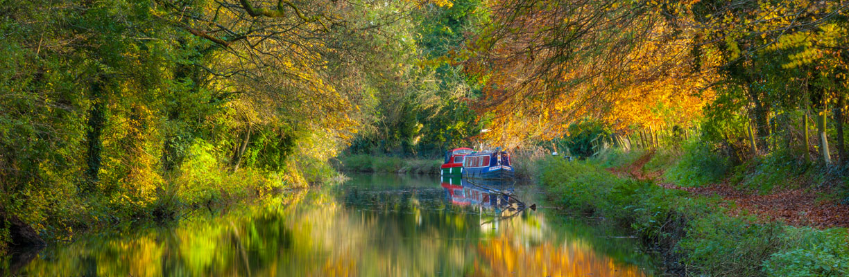 Kennet and Avon canal at Pewsey in the Autumn
